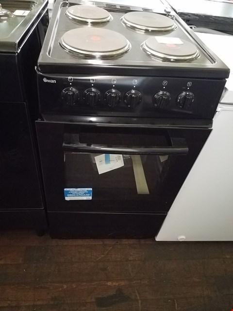 Lot 8537 SWAN SX1011B BLACK 50CM ELECTRIC COOKER RRP £389.00