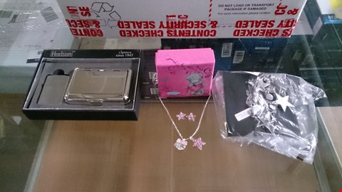 Lot 1496 A SET OF APROX. 48 ASSORTED ITEMS INCLUDING APROX. 22 PERSONALISED ITEMS (JEWELLERY, DECO, LIGHTER, ETC) + RINGS, TEDDY IPHON CASES ETC. RRP £2650.00