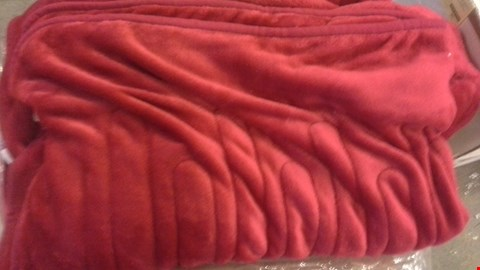 Lot 2207 A LOT OF 4 BOXES OF CH HEAT BLANKETS VARIOUS COLOURS