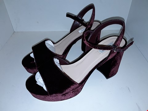 Lot 1001 A PAIR OF  L.K.BENNETT BURGUNDY LADIES SHOES UK SIZE 8
