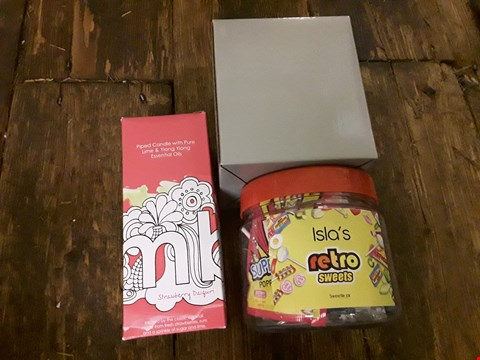 Lot 6232 LOT OF 3 GRADE 1 GIFT ITEMS INCLUDES PERSONALISED RETRO SWEET, SNOW GLOBE AND BOMB COSMETICS CANDLE RRP £50