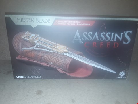 Lot 413 BOXED BRAND NEW ASSASSIN'S CREED COLLECTABLE HIDDEN BLADE
