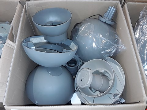 Lot 318 LARGE QUANTITY OF OUTDOOR BIRD FEEDER AND WATER BATH FEATURES