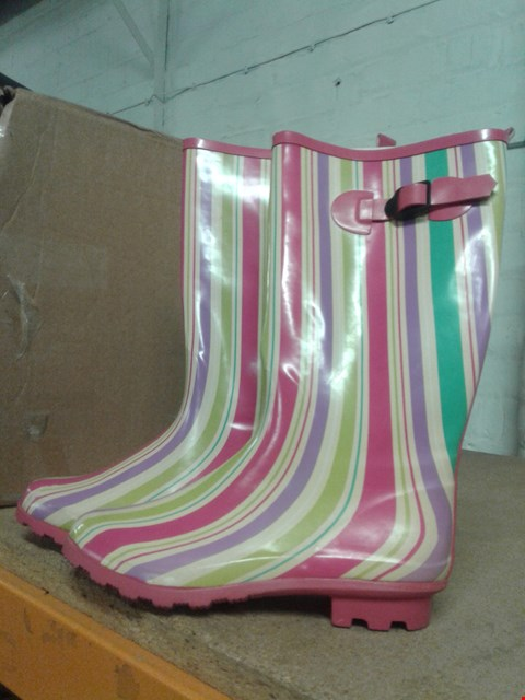 Lot 488 STRIPED DESIGN LADIES WELLINGTONS PINK GREEN CREAM SIZE 8  RRP £24.99