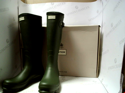 Lot 16108 BOXED PAIR OF DESIGNER HUNTER BOOTS - UK SIZE 10