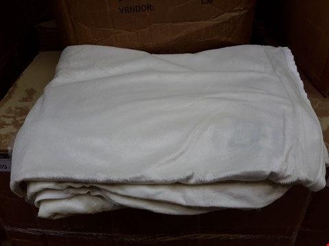 Lot 536 BOX OF 10 LUXURY MATTRESS TOPPER COVERS - CREAM KING SIZE
