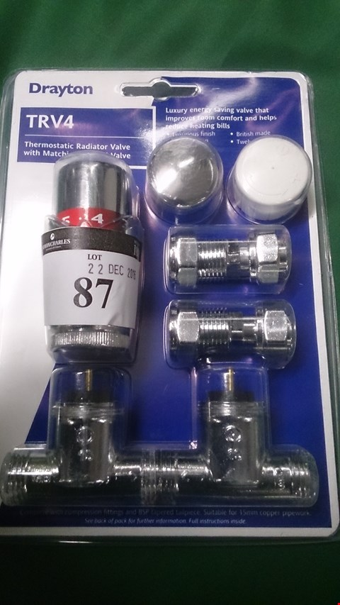 Lot 100 DRAYTON TRV4 CLASSIC THERMOSTATIC RADIATOR VALVE WITH MATCHING MANUAL VALVE