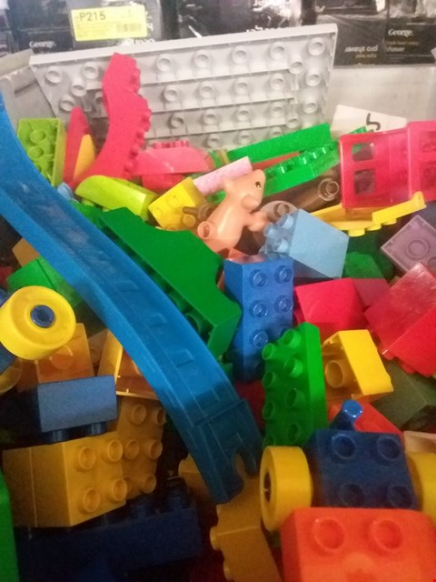 Lot 11168 A BOX OF LARGE LEGO TO INCLUDE ANIMALS, BOATS AND CARS