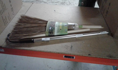 Lot 179 LOT OF APPROXIMATELY 2 GARDENING TOOLS INCLUDING WEEDER AND BROOM