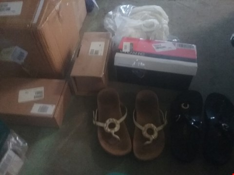 Lot 2406 LOT OF FOUR ASSORTED ITEMS TO INCLUDE VIONIC SANDALS AND VIONIC LANA TOE SANDALS