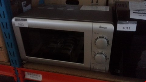 Lot 1012 SWAN SM22090S ESSENTIAL 20L MICROWAVE IN SILVER  RRP £64.99
