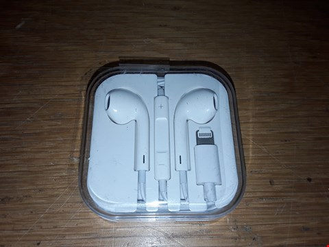 Lot 6132 APPLE EARPODS