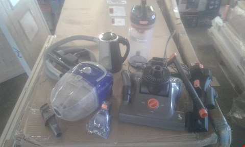 Lot 2076 BOX OF ASSORTED APPLIANCES TO INCLUDE VAX POWERMAX PET AND OWER 1.7L KETTLE
