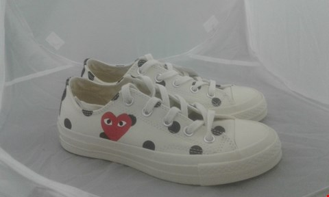 Lot 2049 PAIR OF CONVERSE PLAY SIZE 6
