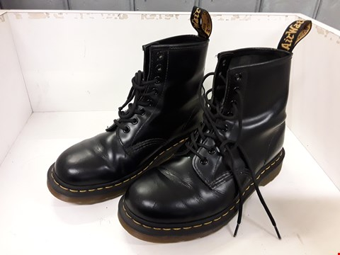 Lot 4145 PAIR OF DESIGNER BLACK 8 HOLE BOOTS IN THE STYLE OF DR MARTENS SIZE UK 6