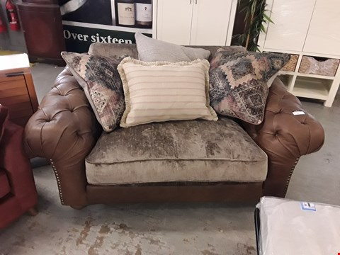 Lot 5 QUALITY BRITISH DESIGNER BROWN LEATHER AND FABRIC CHESTERFIELD STYLE SNUGGLE CHAIR WITH SCATTER BACK CUSHIONS