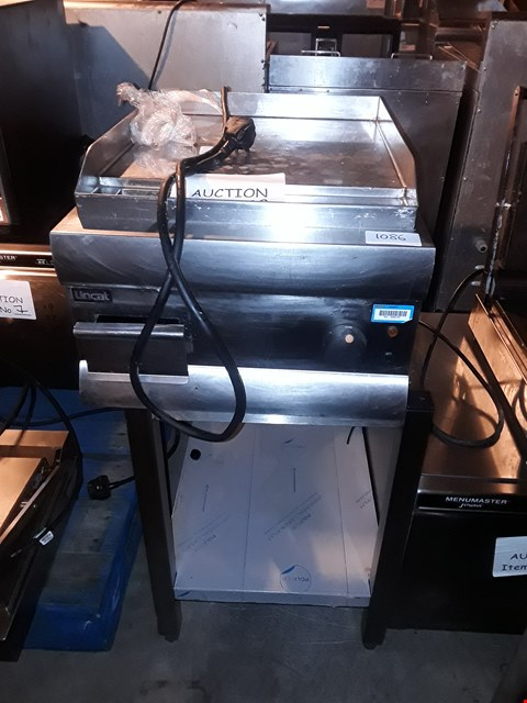 Lot 38 LINCAT GS4 GRIDDLE WITH STAND
