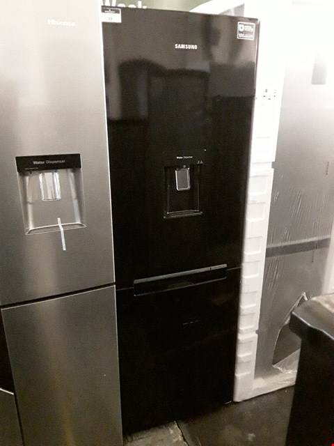 Lot 72 SAMSUNG RB29FWRNDBC BLACK FRIDGE FREEZER WITH WATER DISPENSER  RRP £799.00