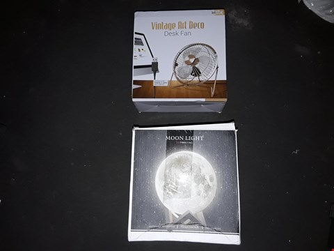Lot 2598 LOT OF 2 ITEMS TO INCLUDE MOON LIGHT AND DESK FAN