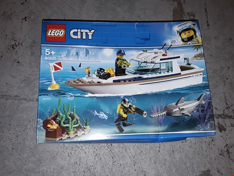 Lot 7572 GRADE 1 LEGO CITY DIVING YACHT