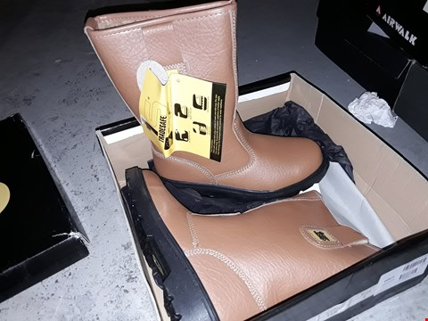Lot 2177 BRAND NEW TRADE SAFE SAFETY WORK FOOTWEAR SIZE 6  RRP £35