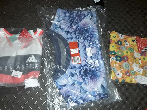Lot 866 A BOX OF APPROXIMATELY 30 ASSORTED CLOTHING ITEMS TO INCLUDE,  ADIDAS WHITE 2XS VEST , JUICY COUTURE XS T SHIRT AND ORANGE XXS DRESS ETC