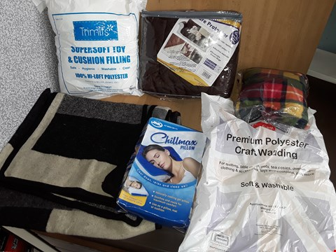 Lot 2586 BOX OF APPROXIMATELY 6 IT4MD TO INCLUDE PET COUCH PROTECTION,CHILLMAX PILLOW AND SUPER SOFT TOY & CUSION FILLER
