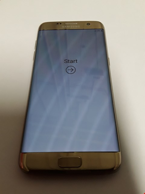 Lot 11140 SAMSUNG GALAXY S7 EDGE 32GB MOBILE PHONE - GOLD