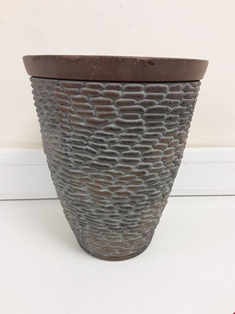 Lot 9353 BOXED PREMIUM STONE EFFECT PLANTER RRP £26.00