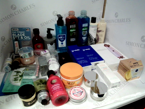 Lot 11070 LOT OF ASSORTED HEALTH & BEAUTY PRODUCTS TO INCLUDE: RADOX BATH SOAK, WAHL HAIR CLIPPER BLADE SET, SHAMPOO & CONDITIONER, ASSORTED BATHROOM & COSMETICS PRODUCTS