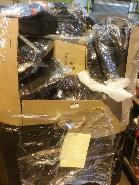 Lot 6072 LARGE PALLET OF ASSORTED ITEMS INCLUDING, RELAXBACK CAR NECK CUSHIONS, WATER GUNS, LADIES HANDBAGS,