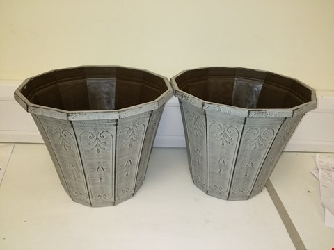 Lot 9203 PAIR OF CALLISTA ROUND PLANTER 12 INCHES VINTAGE RUST EFFECT RRP £19.00