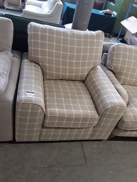 Lot 15 QUALITY BRITISH DESIGNER BEIGE TARTAN FABRIC NANTUCKET EASY CHAIR