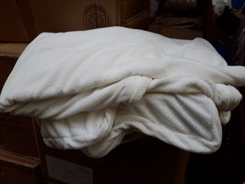 Lot 515 BOX OF 14 DOUBLE BED SIZE MATTRESS TOPPER COVERS WITH ANCHOR BANDS
