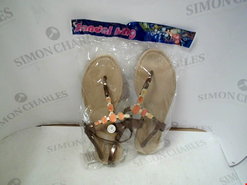 Lot 47 BOX OF APPROXIMATELY 10 PAIRS OF SEALED SANDAL KING SANDALS - UK SIZE 8