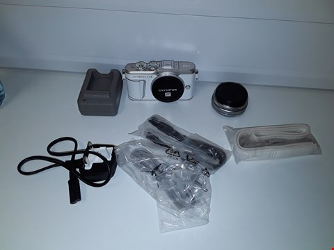 Lot 2132  OLYMPUS PEN E-PL9 CAMERA AND 14-42MM LENS RRP £829.99