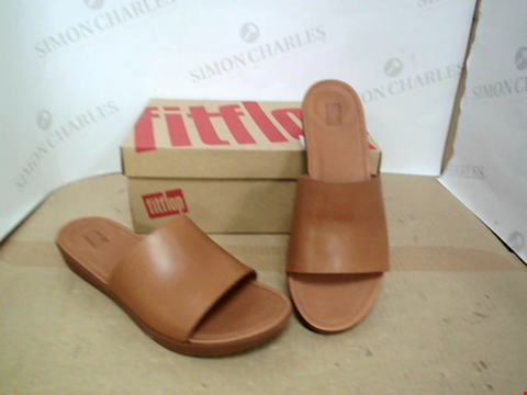 Lot 15027 BOXED FLITFLOP BROWN FAUX LEATHER SLIP ON SANDALS SIZE 7