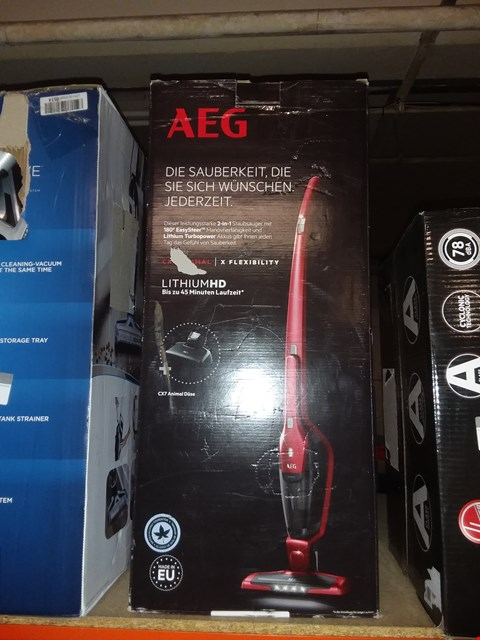 Lot 2135 AEG CX7-2-45AN ANIMAL CORDLESS LIGHTWEIGHT 2-IN-1 PET STICK VACUUM CLEANER, 18 W, CHILLI RED