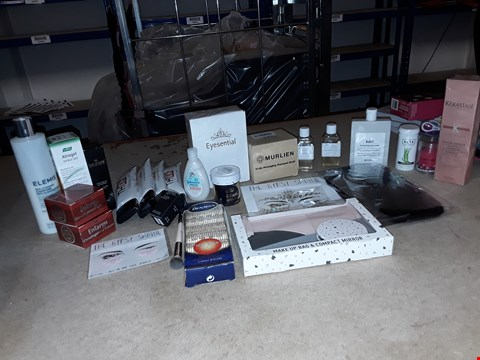 Lot 8056 A BOX OF APPROXIMATELY 30 ASSORTED COSMETICS TO INCLUDE,  MURLIEN SCALP MASSAGING SHAMPOO BRUSH , MAKE UP BAG AND COMPACT MIRROR AND EYESENTIAL ETC