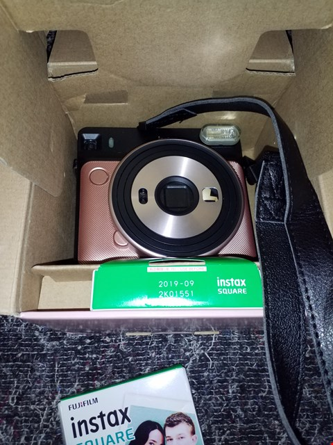 Lot 7243 FUJIFILM INSTAX SQUARE SQ6 INSTANT CAMERA WITH 3 × 10 SHEETS INSTANT FILM RRP £189.99