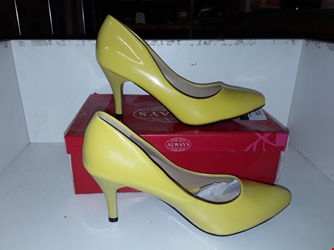 Lot 1064 BOXED BRAND NEW ALWAYS YELLOW MID HEEL COURT SHOES SIZE 39