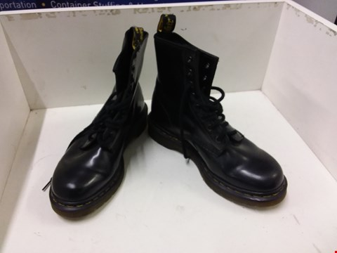 Lot 9020 DR. MARTENS AIR WAIR LEATHER EFFECT BOOTS - BLACK SIZE 5