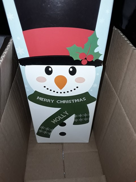 Lot 6603 LOT OF 4 ASSORTED GRADE 1 ITEMS TO INCLUDE PERSONALISED CHRISTMAS BLACK LANTERN, PERSONALISED HARDBACK UNICORN BOOK, PERSONALISED SNOWMAN SWEET BOX ETC RRP £74.00
