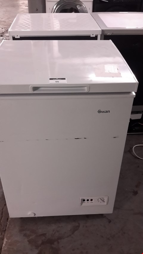 Lot 96 SWAN SR4150W WHITE 91 LITRE CHEST FREEZER RRP £129