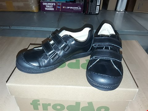 Lot 12450 BOXED FRODDO BLACK LEATHER VELCRO SHOES UK SIZE 13.5 JUNIOR