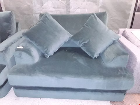 Lot 73 QUALITY BRITISH MADE GREEN VELVET FABRIC SNUGGLE CHAIR