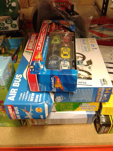 Lot 6018 LOT OF 5 ITEMS TO INCLUDE - TRUCK CARRING CASE - 14 IN 1 KIT SOLAR ROBOT - AIR BUS - LIVE BUTTERFLY GARDEN - MY LITTLE KITCHEN