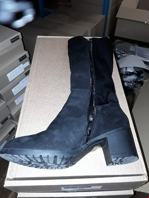 Lot 1302 CUSHION WALK SUEDETTE TALL STRETCH BOOTS SIZE 7