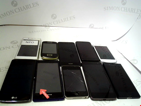 Lot 650 LOT OF APPROXIMATELY 10 ASSORTED MOBILE PHONES AND SMARTPHONES ETC