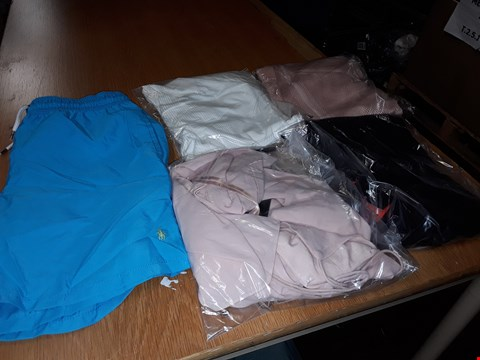 Lot 8080 LOT OF APPROXIMATELY 5 ASSORTED DESIGNER CLOTHING ITEMS TO INCLUDE WHITE RIB BARDOT TOP AND RALPH LAUREN BLUE SWIMSHORTS